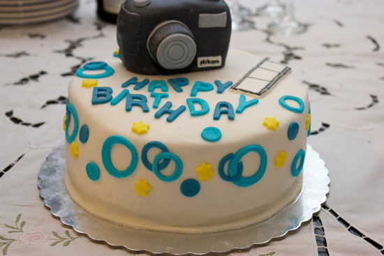 Photo of write your friends name on sweet cakes