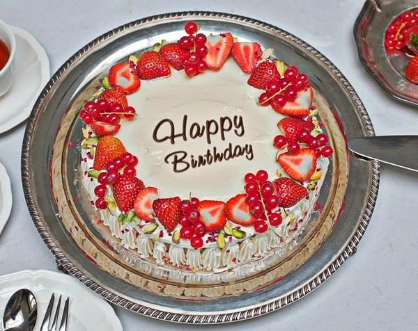 Photo of write name on lovely birthday cake
